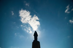 A sunny day at the University of Washington Seattle campus, silhouette of George Washington statue. Photo by Katherine B. Turner